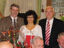 Ehrung der Ortsvereinsvorsitzenden Sabine König für 25-jährige SPD-Mitgliedschaft durch den Ehrenvorsitzenden Günther Reißenweber und Landrat Michael Busch