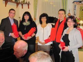 Feierliche Überreichung des Parteibuchs an die Neumitglieder Kai Schwegler, Mona Bauer, Dennis Busch und Dóra Pásztor (es fehlt: Ralf Hansel) durch die 1. Vorsitzende Sabine König